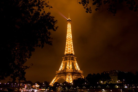 Eifeltower-@-night-in-paris